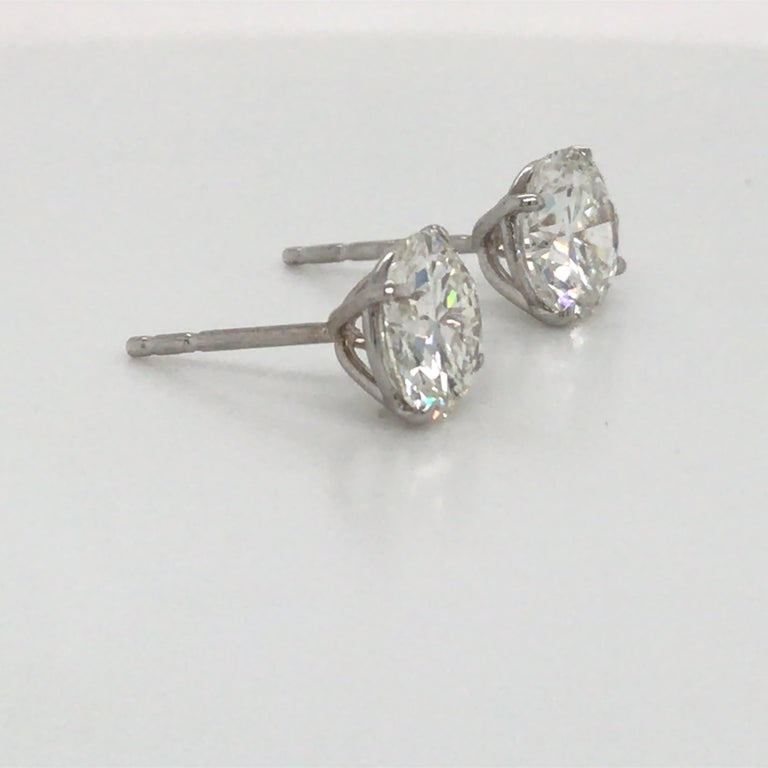 Round Cut Diamond Stud Earrings 3.41 Carat H-I SI2-I1 18 Karat White Gold For Sale