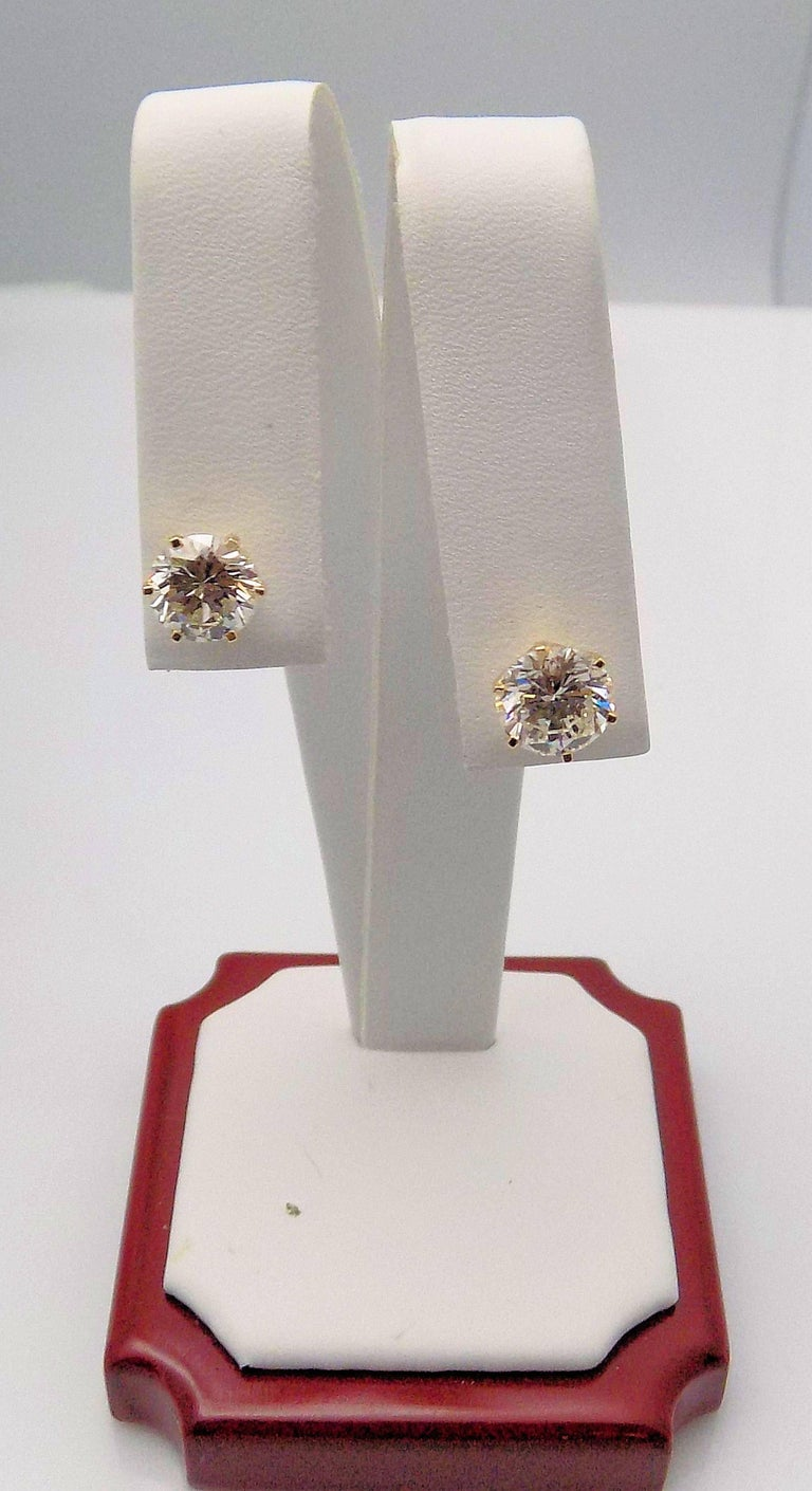 Round Cut Diamond Stud Earrings in 14 Karat Yellow Gold For Sale