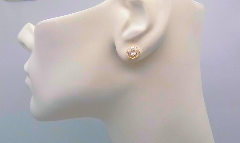 Diamond Stud Earrings in 14 Karat Yellow Gold In New Condition For Sale In Dallas, TX