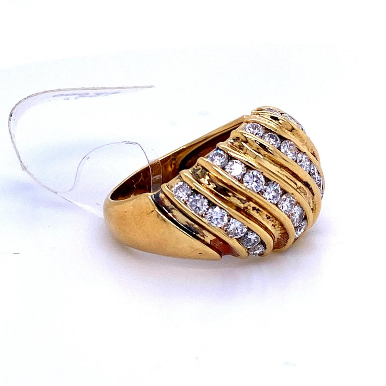 Round Cut Diamond Swirl Dome Ring 1.55 Carat 18 Karat Yellow Gold For Sale