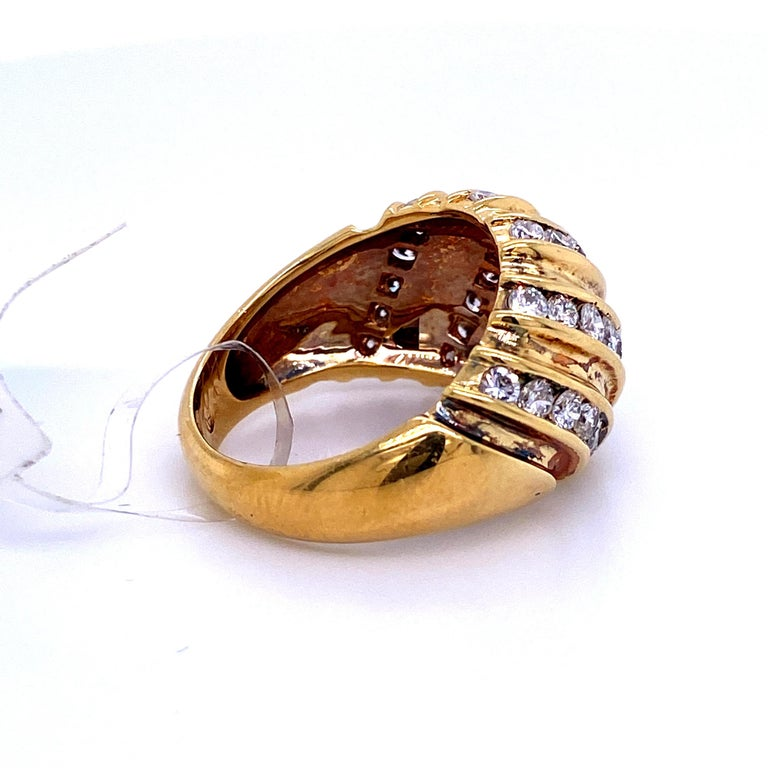 Diamond Swirl Dome Ring 1.55 Carat 18 Karat Yellow Gold In Excellent Condition For Sale In New York, NY