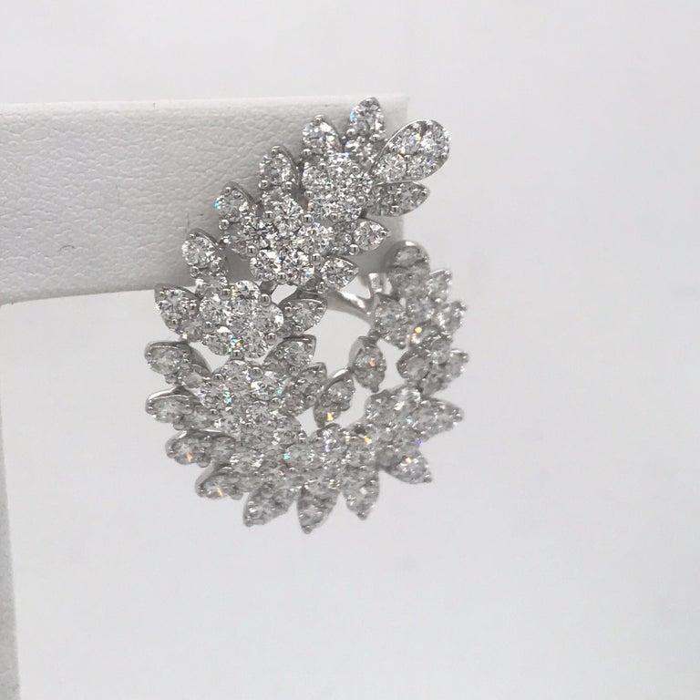 Contemporary Diamond Swirl Earrings 9.35 Carat 18 Karat White Gold For Sale