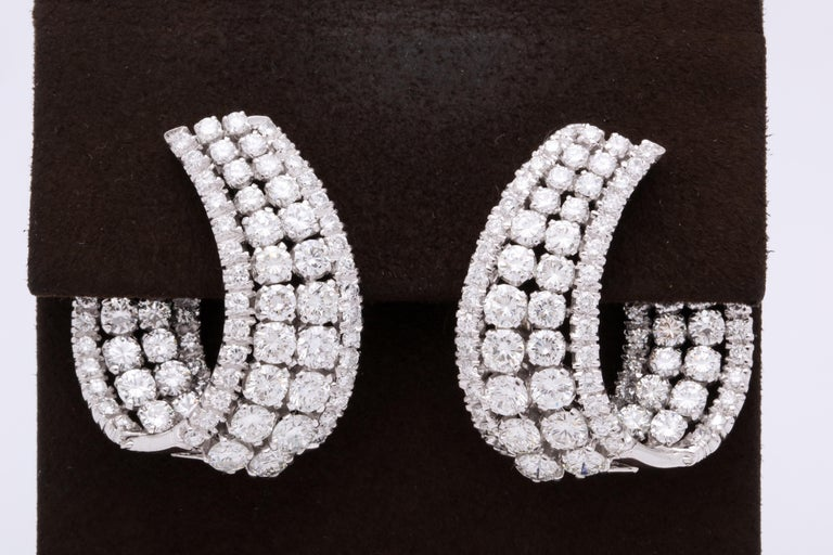 Diamond Swirl Hoop Earrings In New Condition For Sale In New York, NY