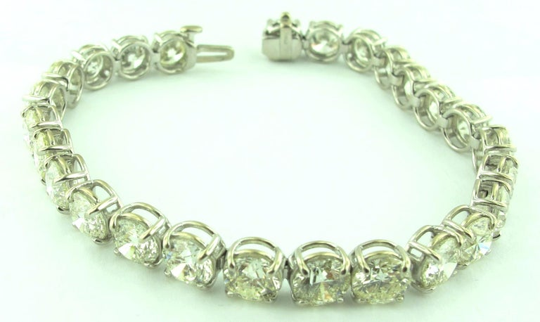 Round Cut Diamond Tennis Bracelet with 19.24 Carat in Platinum For Sale