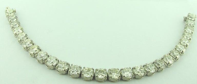 Women's or Men's Diamond Tennis Bracelet with 19.24 Carat in Platinum For Sale