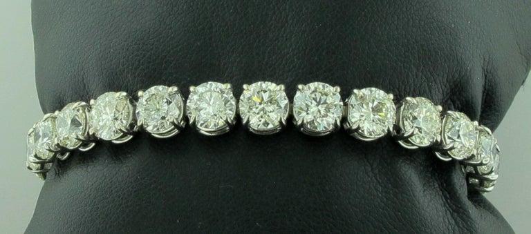 Diamond Tennis Bracelet with 19.24 Carat in Platinum For Sale 1