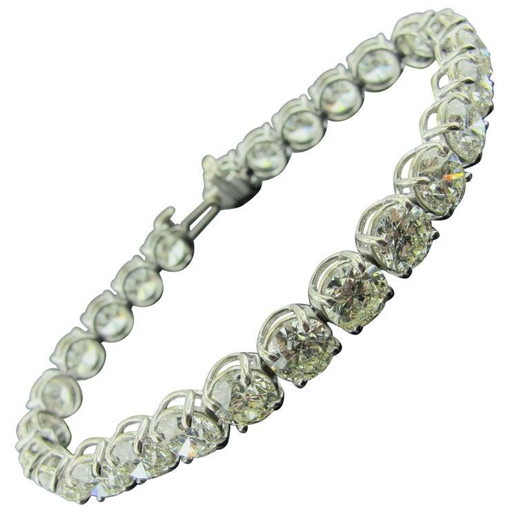 Diamond Tennis Bracelet with 19.24 Carat in Platinum For Sale