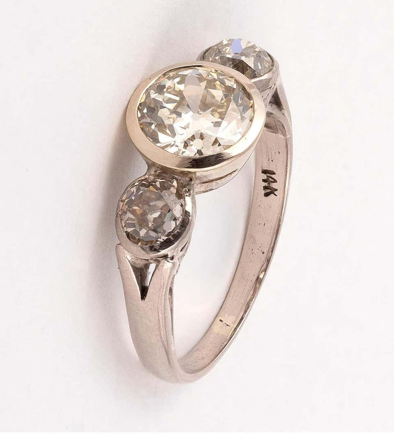 Set with old brilliant-cut diamonds, diamonds approx. 1.97cts and 0,50cts for each, ring size 7