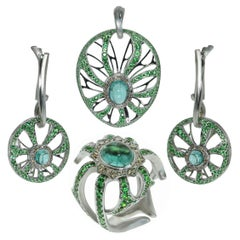 Diamond Tourmaline Tsavorite 18 Karat White Gold Ring Earrings Pendant Suite