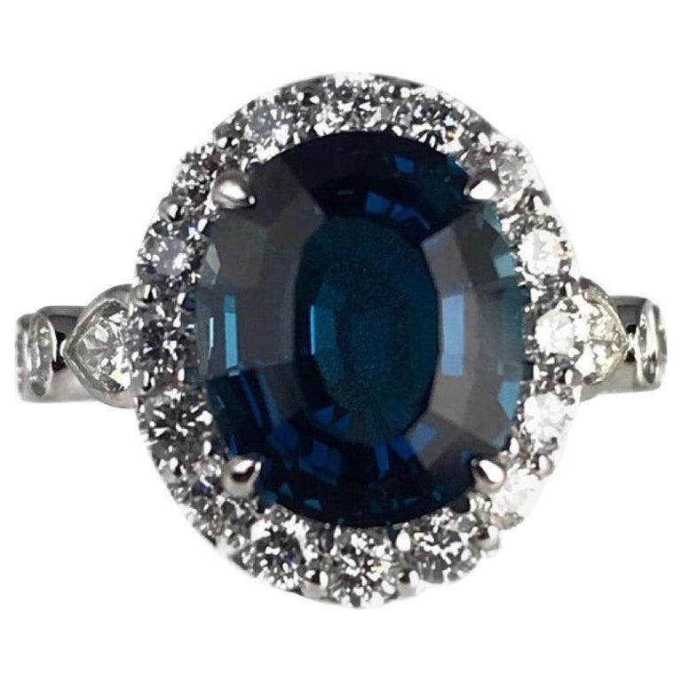Diamond Town 5.35 Carat Blue Topaz and 1.32 Carat Diamond Ring in 14 Karat Gold For Sale