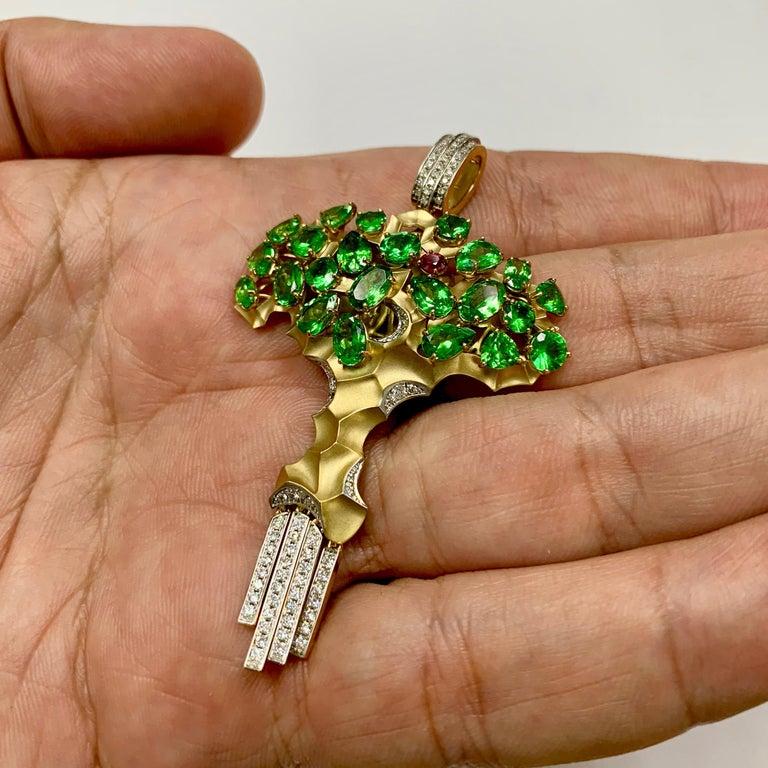 Diamond Tsavorite 18 Karat Yellow Gold Eden Tree Pendant In New Condition For Sale In Bangkok, TH
