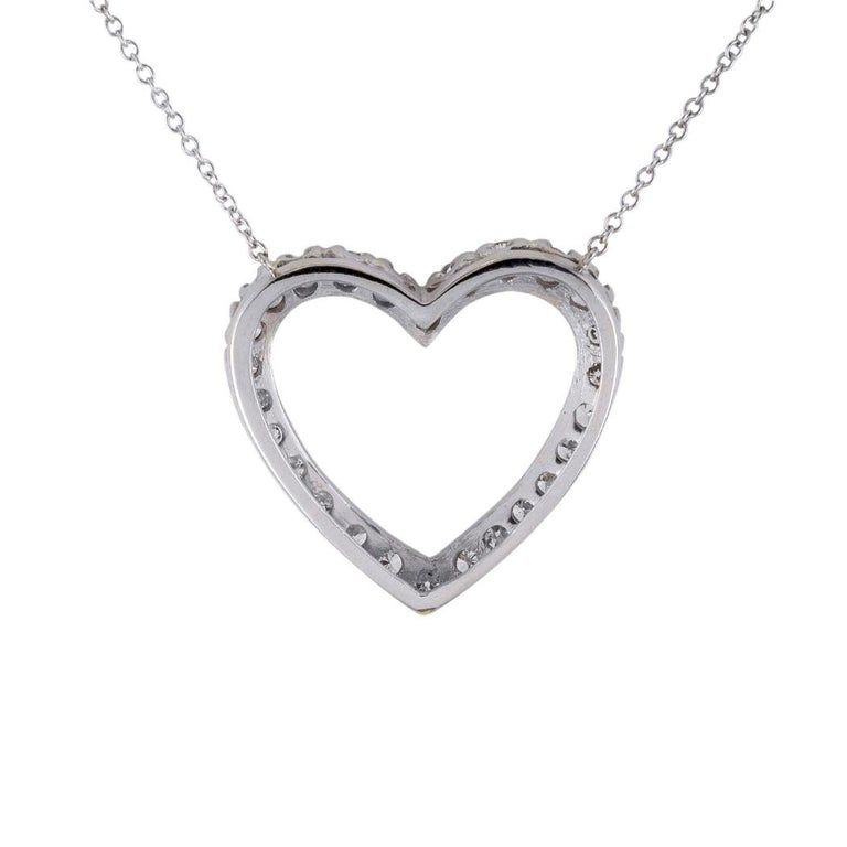 Diamond White Gold Heart Shaped Pendant Necklace In Good Condition For Sale In Los Angeles, CA