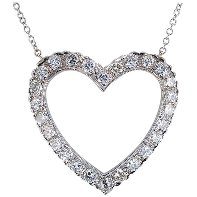 Diamond White Gold Heart Shaped Pendant Necklace For Sale