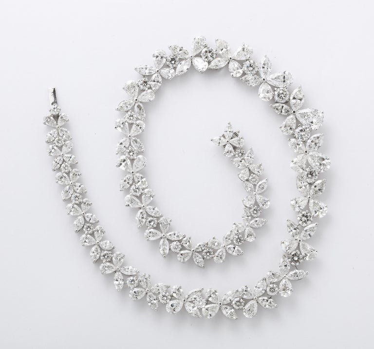 Diamond Wreath Necklace In New Condition For Sale In New York, NY