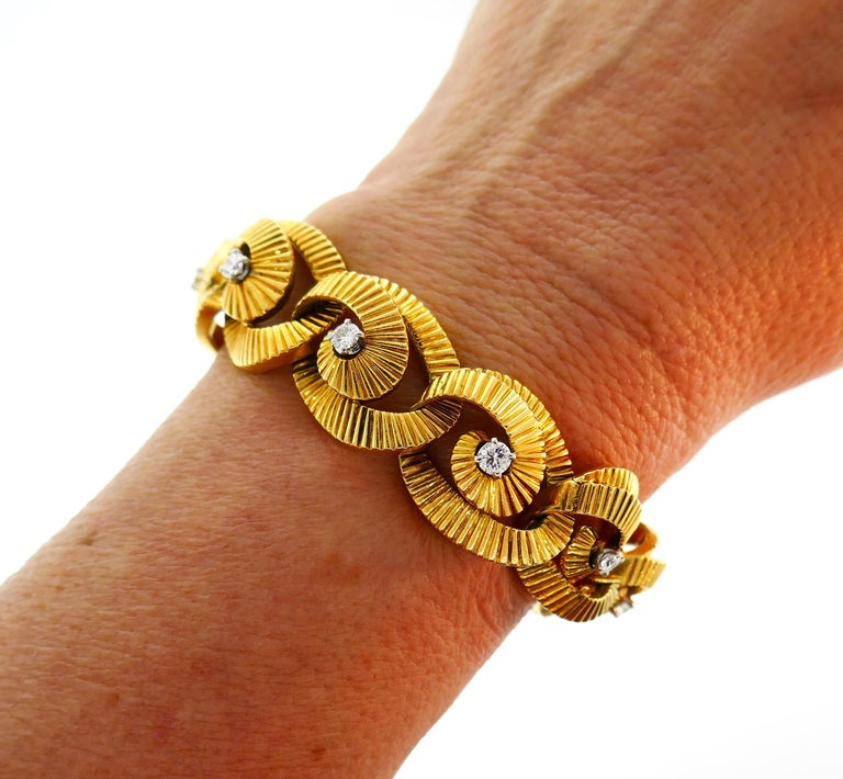 A classy vintage bracelet created by Regner in France in the 1970s. Feminine, elegant and wearable, the bracelet is a great addition to your jewelry collection.  The bracelet is made of 18 karat yellow gold and set with twelve round brilliant cut