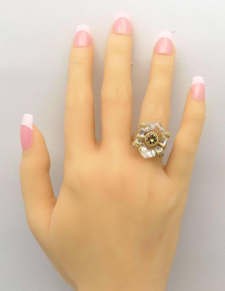 Round Cut Diamond, Quartz and Yellow Gold Ring For Sale