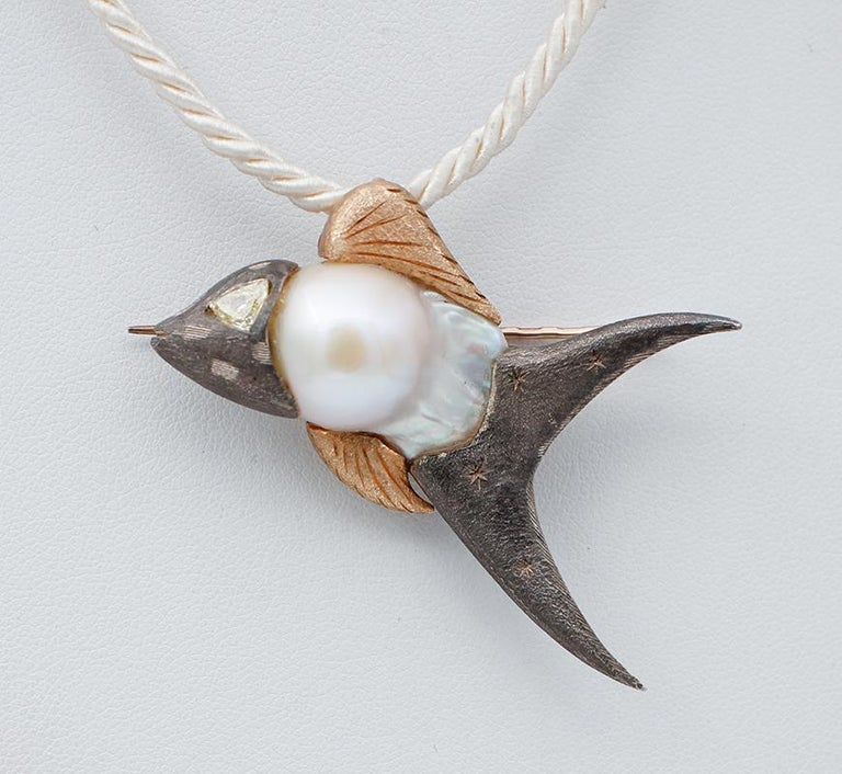 Gorgeous fish shaped brooch/pendant necklace in 9 karat rose gold and silver structure mounted with a baroque pearl and a diamond as eye. This pendant necklace was totally handmade by Italian master goldsmiths and it is in perfect