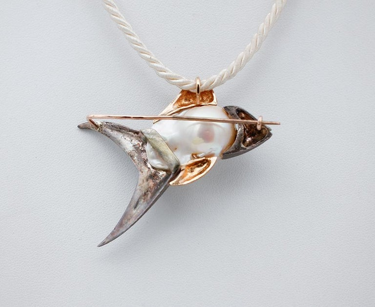 Diamond, Baroque Pearl 9 Karat Rose Gold and Silver Fish Brooch/Pendant Necklace In Good Condition For Sale In Marcianise, Caserta