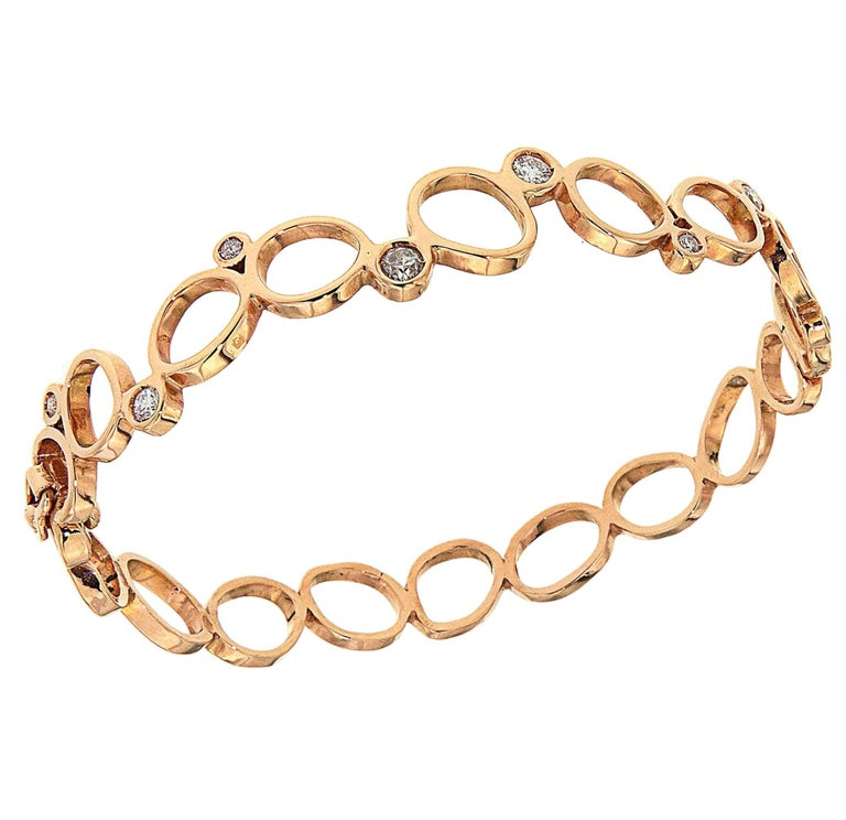 The Rigid Rose Bubbles Bracelet by Italian design house, Botta Gioielli, is a part of their Bubble collection, which is inspired by the sheen which reflects off of small and large bubbles. Refined in composition, the Rigid Rose Bubbles Bracelet