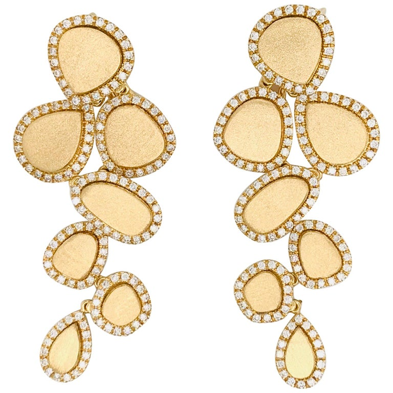 Diamonds and Brushed Yellow Gold 18 Karat Articulated Chandelier Earrings For Sale