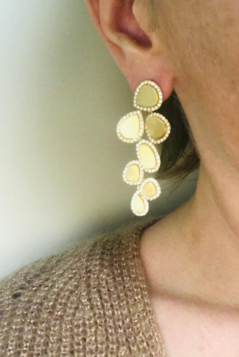 Diamonds and Brushed Yellow Gold 18 Karat Articulated Chandelier Earrings For Sale 2