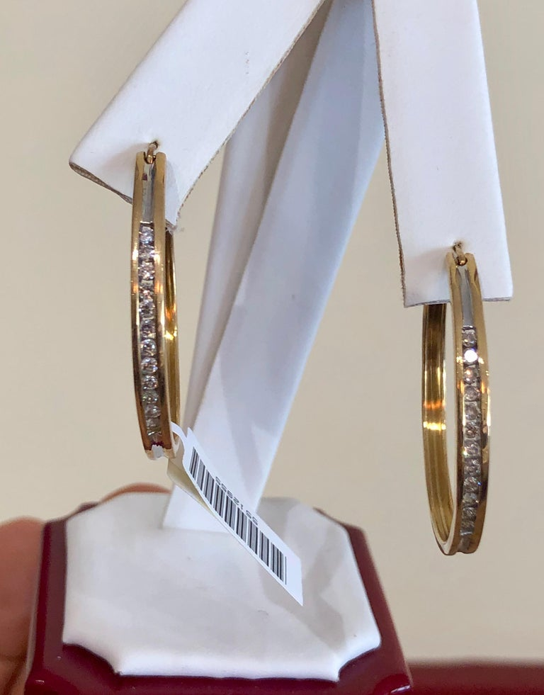 Contemporary Diamonds and Yellow Gold 14 Karat Hoop Earrings For Sale