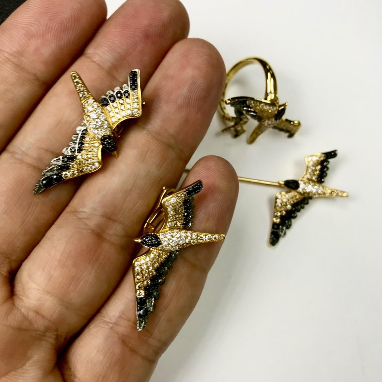 Contemporary Diamonds Black Sapphire 18 Karat Yellow Gold Seagull Earrings For Sale
