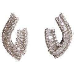 Diamonds Clip Earrings 18 Carat White Gold Set with 2.67 Carat of Diamonds