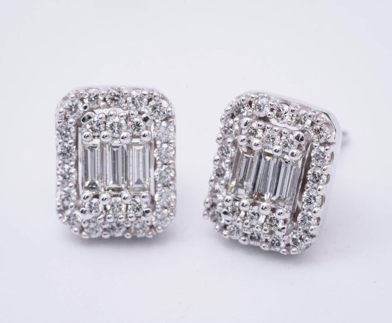 Contemporary Diamonds Clusters Studs Earrings For Sale