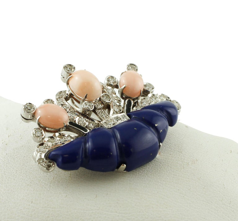 Diamonds, Coral, Lapis Lazuli, 14 Karat White Gold Brooch In Excellent Condition For Sale In Marcianise, Caserta