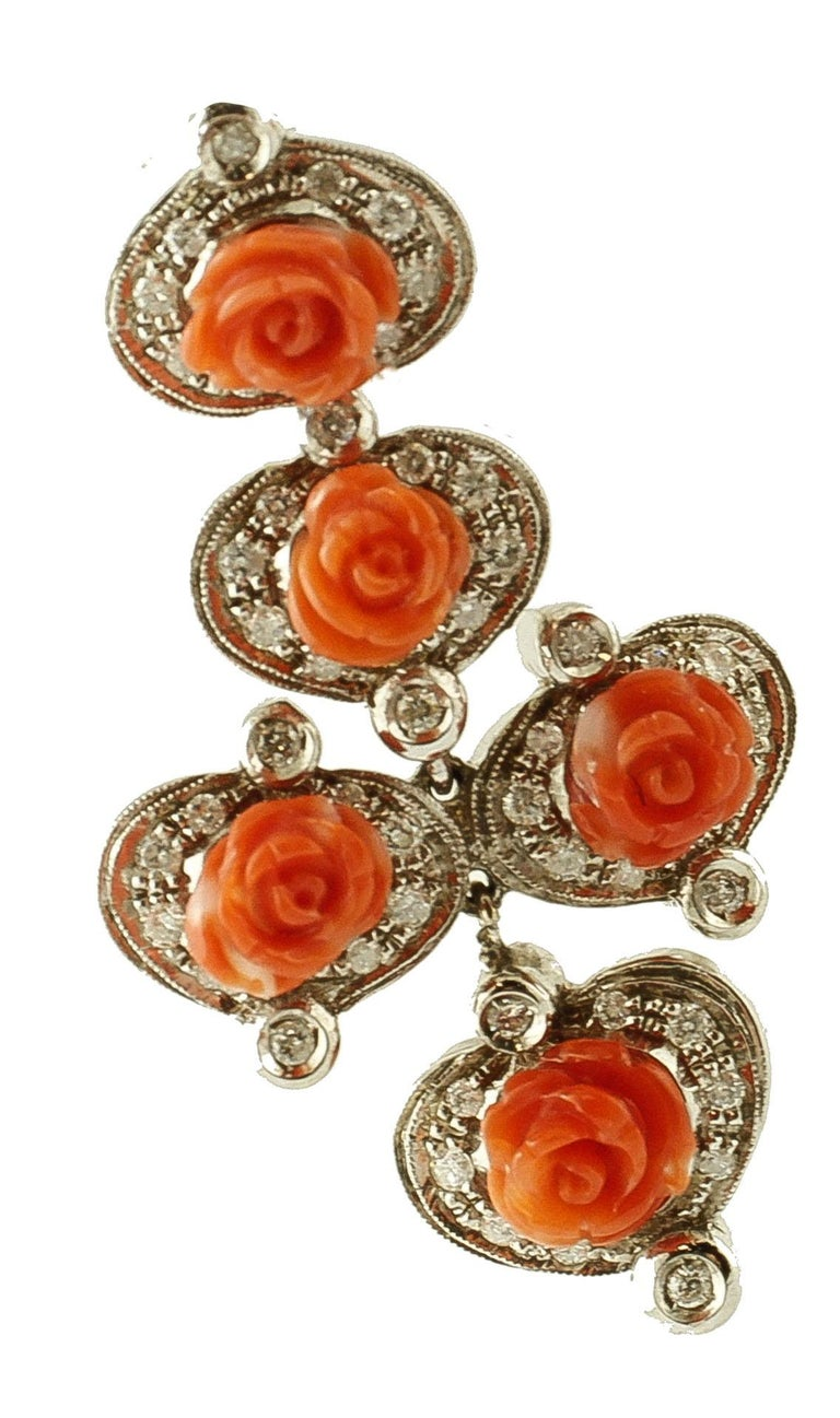 Diamonds, Red Coral Flowers, 14 Karat White Gold Retrò Dangle Earrings In Excellent Condition For Sale In Marcianise, Caserta