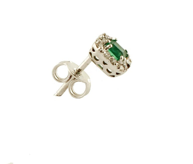 Elegant stud earrings in 18 kt white gold structure mounted with, in the central part, an emerald surrounded by a frame of little white diamonds. These earrings are totally handmade by Italian master goldsmiths. Diamonds 0.26 ct, brilliant cut, G