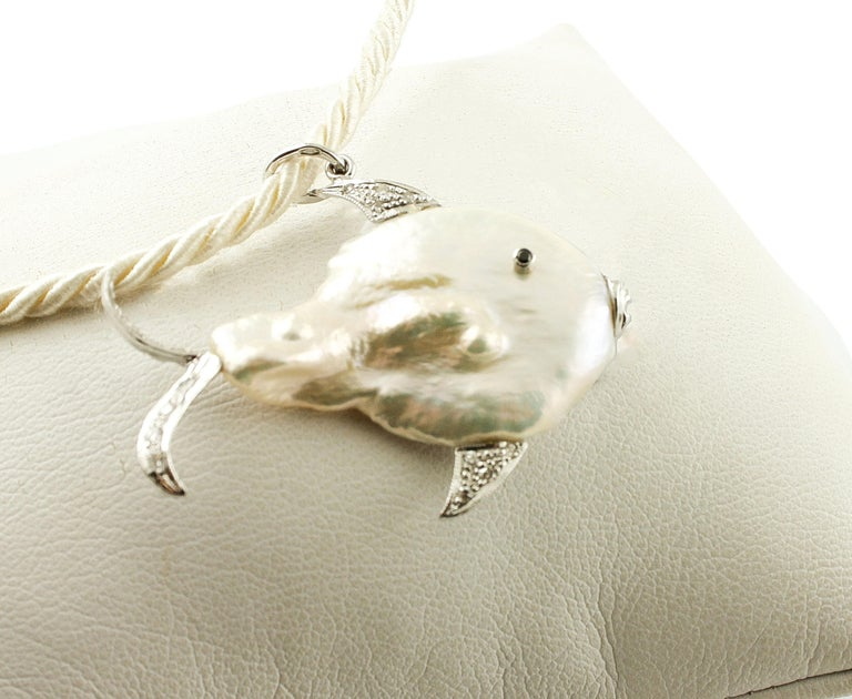 Diamonds, Pearl 14 Karat White Gold Lovely Fish Pendant In Excellent Condition For Sale In Marcianise, Caserta