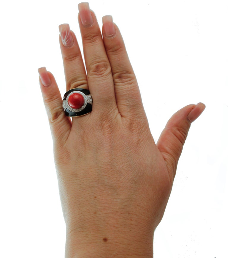 Diamonds, Red Rubrum Coral, Enamel, 14 Karat Yellow and White Gold, Vintage Ring For Sale 2