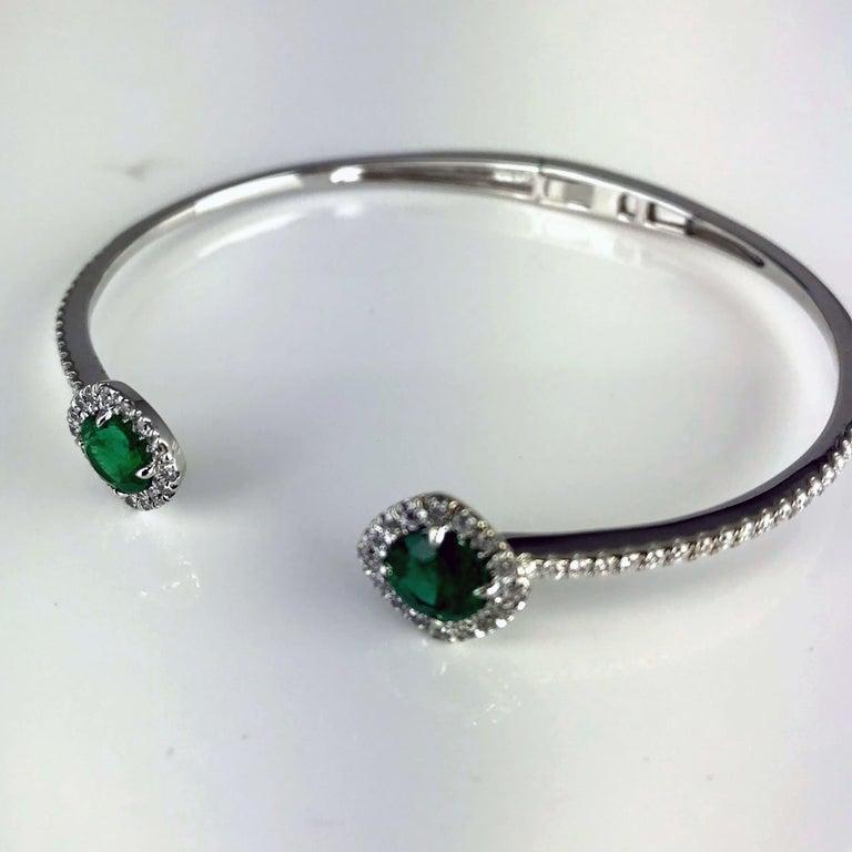 Round Cut DiamondTown 1.02 Carat Emerald and Diamond Bangle Bracelet in 14k White Gold For Sale