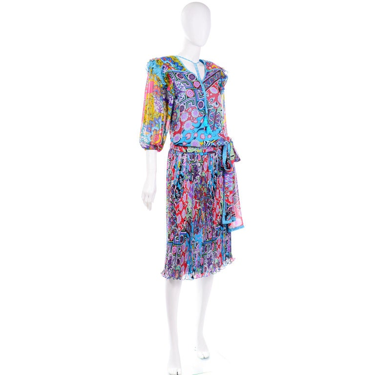 Women's Diane Freis Vintage 1980s Abstract Print Dress W Ruffled Sleeves & Tassels For Sale