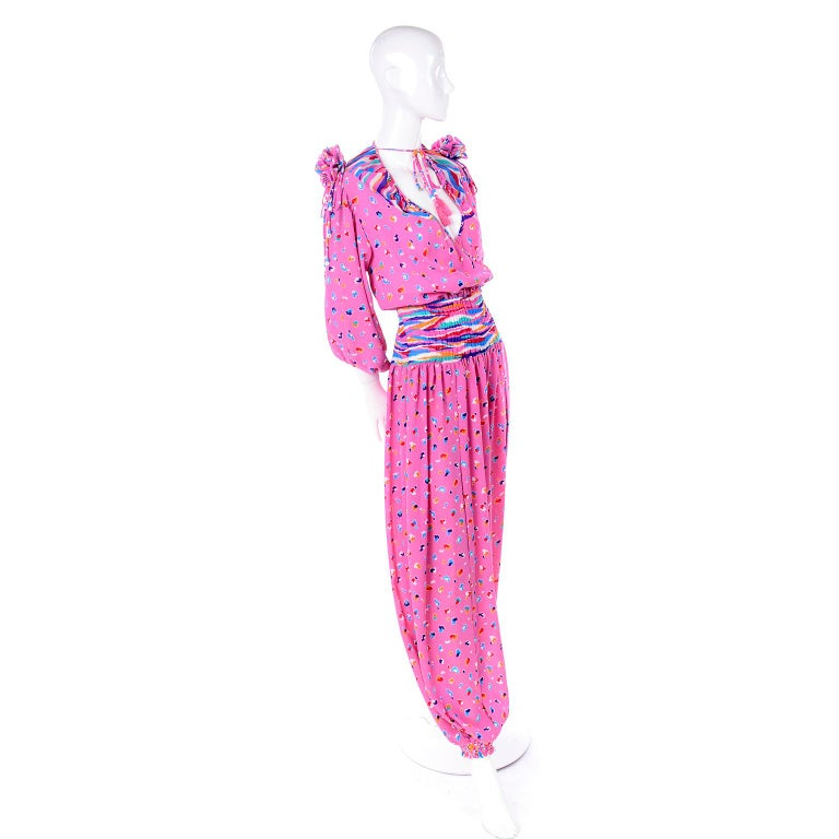 Diane Freis Vintage Pink Balloon leg Jumpsuit in Abstract Print w Puff Sleeves In Excellent Condition For Sale In Portland, OR