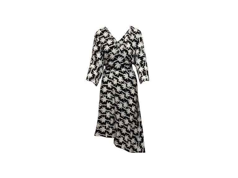Women's Diane Von Furstenberg Black & White Silk Wrap Dress For Sale