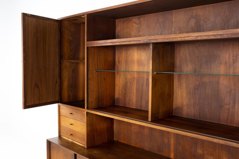 Dillingham Mid Century Walnut and Cane Sideboard Credenza Buffet and Hutch In Good Condition In La Grange, IL