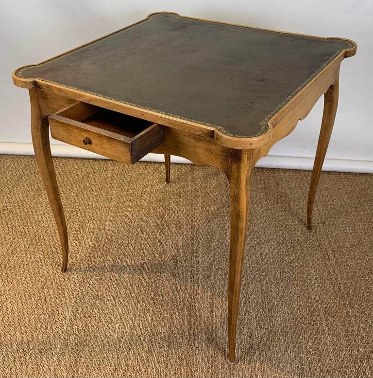 Diminutive Leather Topped Games Table In Good Condition For Sale In Kilmarnock, VA