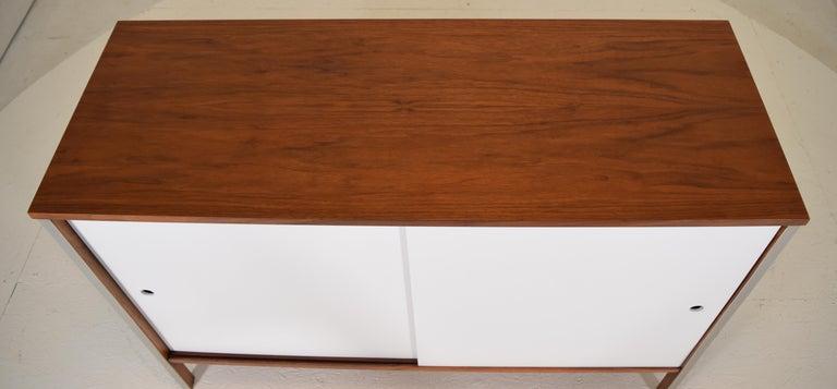 Mid-Century Modern Diminutive Media Cabinet by Paul McCobb for Calvin For Sale