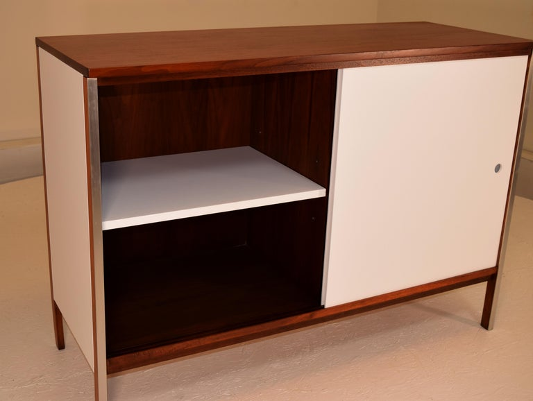 Diminutive Media Cabinet by Paul McCobb for Calvin In Excellent Condition For Sale In South Charleston, WV