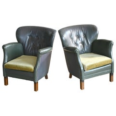 Pair of Classic Danish Club Chairs in Green Leather by Oskar Hansen