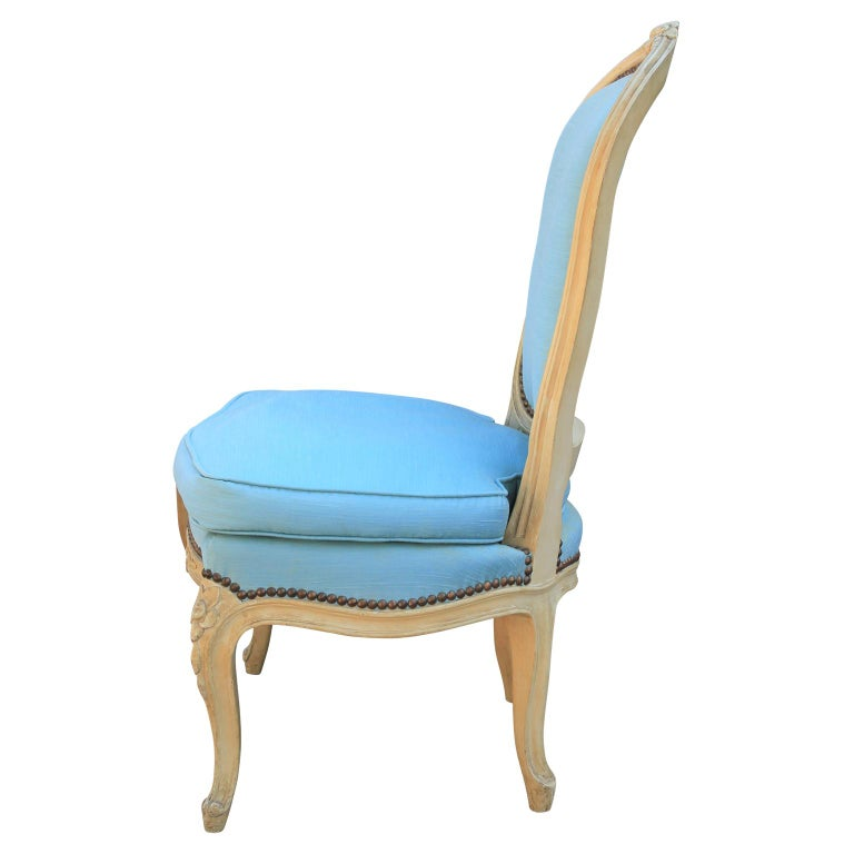Diminutive Pair of French Carved Painted Wood Slipper Chairs In Good Condition For Sale In Houston, TX
