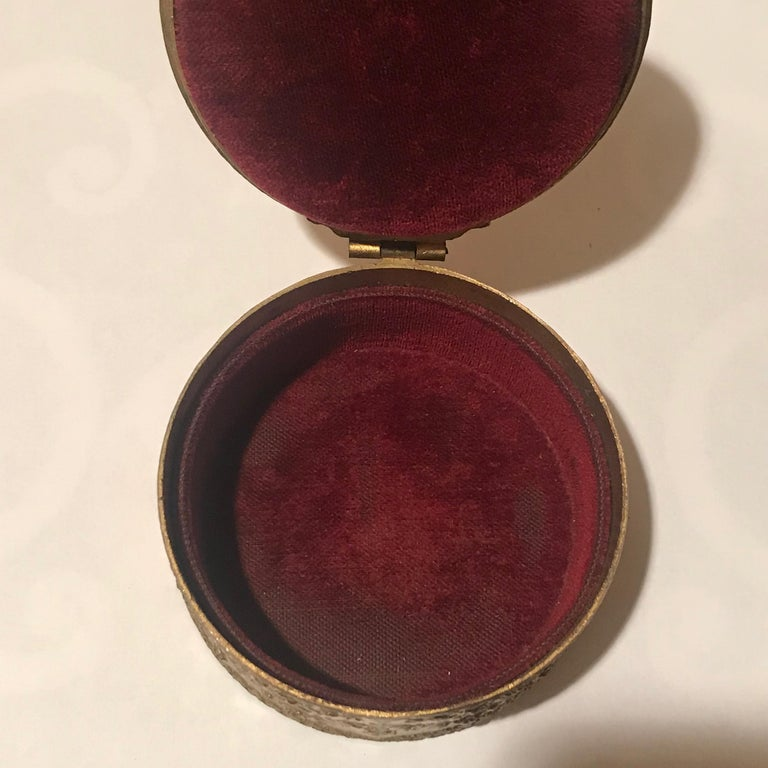 Diminutive Portrait Painting Lidded Box In Good Condition For Sale In Washington Crossing, PA