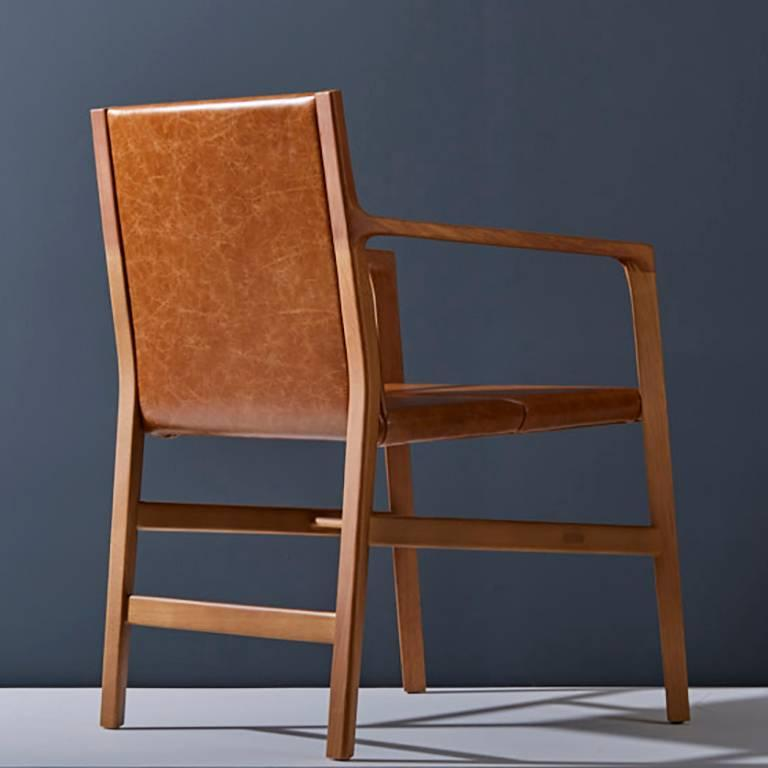 Modern Dining chair in Leather and solid wood, Contemporary Brazilian Design For Sale