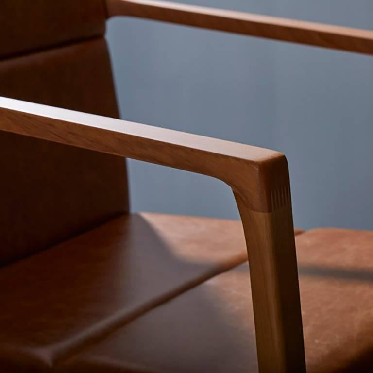 Dining chair in Leather and solid wood, Contemporary Brazilian Design In New Condition For Sale In Sao Paolo, SP