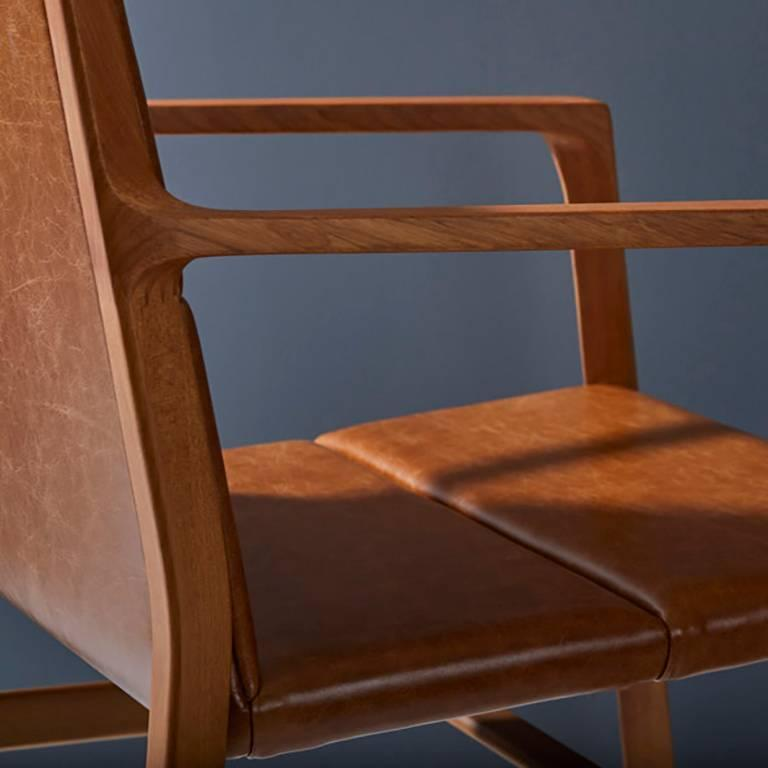 Dining chair in Leather and solid wood, Contemporary Brazilian Design For Sale 1