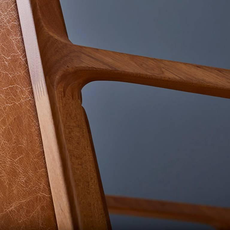 Dining chair in Leather and solid wood, Contemporary Brazilian Design For Sale 4