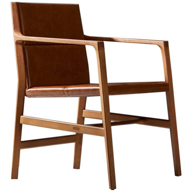 Dining chair in Leather and solid wood, Contemporary Brazilian Design For Sale